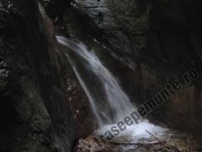canionul-sapte-scari_cascada_1
