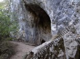 Pestera langa cascada Bigar