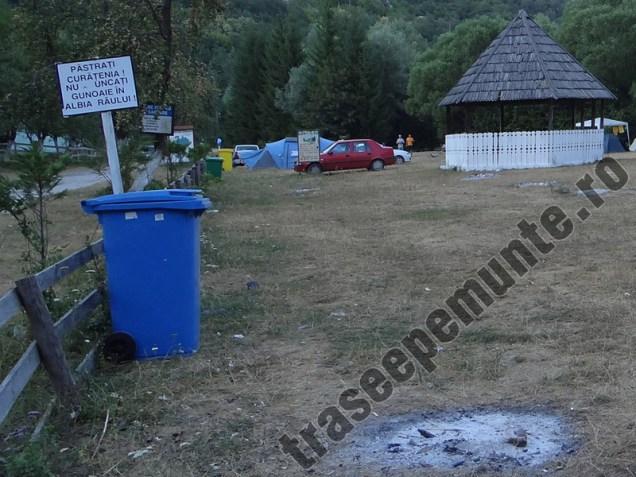 Tomberon gunoi camping Valea Bei