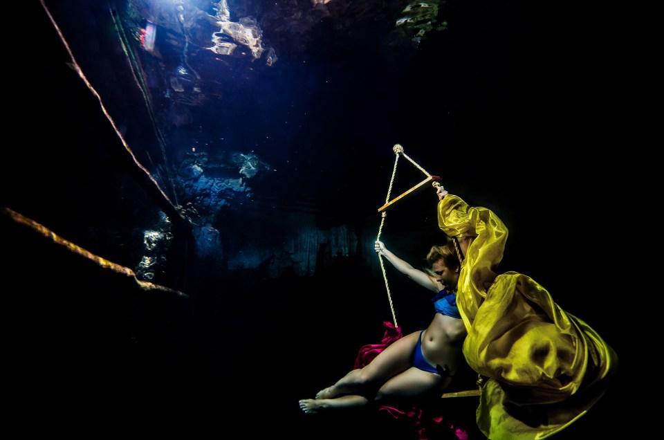 Posing Underwater in a cenote – Aleksandra Kierzek