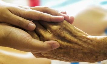 """Anziani, una lettera contro distanza e solitudine con l'iniziativa """"Cari amici… vi scriviamo"""""""