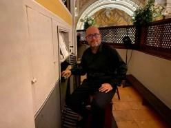 il maestro adriano falcioni alla tastiera organo duomo di cdp