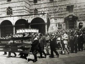 Brigata Risorgimento sfila a Perugia nel 30° Liberazione