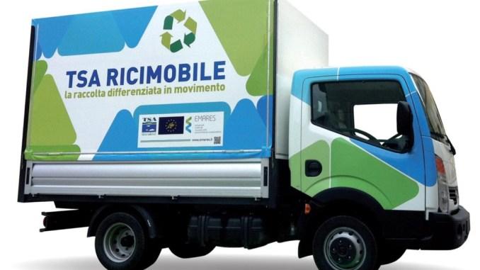 La ricicleria mobile arriva nelle frazioni per la raccolta di piccoli rifiuti pericolosi