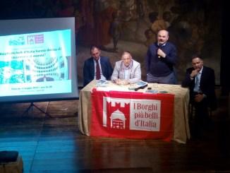 Panicale, suggellata l'alleanza tra i Borghi più Belli d'Italia e Oscar Farinetti