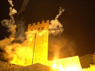 Palio delle Barche, Passignano si è accesa con l'incendio al castello