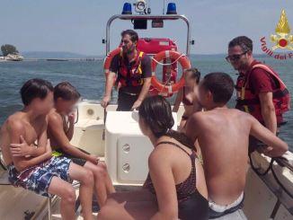Vigili del fuoco al lago Trasimeno salvano sette persone