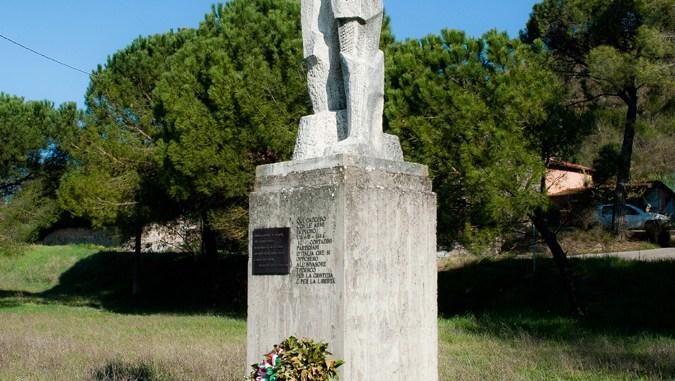 Monumento_caduti_Montebuono