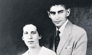 Imagen tomada de: http://static.guim.co.uk/sys-images/Guardian/Pix/pictures/2011/1/12/1294834481263/Franz-Kafka-and-Felice-Ba-007.jpg