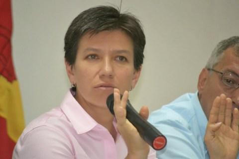 Con reiterados y claros reparos contra los senadores Carlos Enrique Soto y Sammy Merheg pasó por Pereira la candidata al Senado por el Partido Verde.