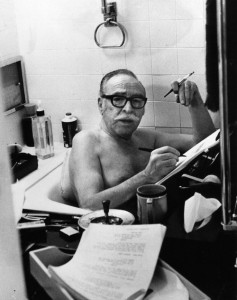 Dalton Trumbo Imagen tomada de: Imagen: http://www.antiwarsongs.org/canzone.php?id=19233&lang=it