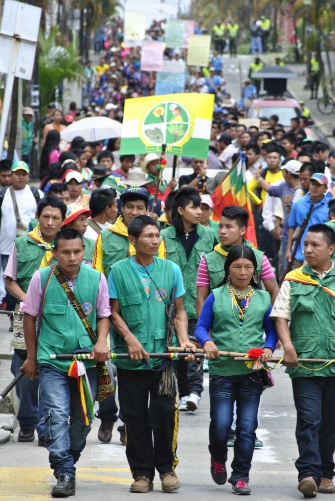 La guardia indígena, después de la policía, precedía la marcha.