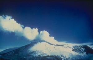 Nevado del Ruiz antes de la erupción del 13 de noviembre de 1985. Tomada de: http://commons.wikimedia.org/wiki/File:Nevado_del_Ruiz_1985.jpg