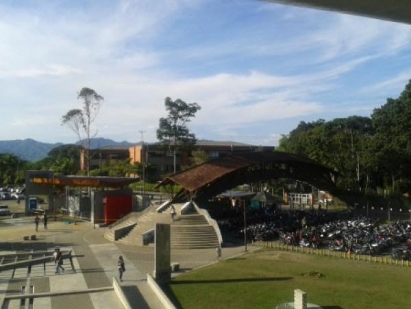 La UTP es la universidad pública más importante de la región y cuenta en la actualidad con 17 mil estudiantes. Su rector, Luis Enrique Arango, lleva 14 años en el cargo y ha sido reelecto cuatro veces.