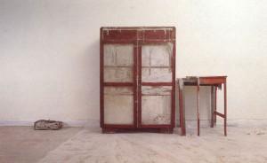 La Casa Viuda. Instalación (detalle) Madera, cemento, hierro 1992-1994 http://www.cromacultura.com/doris-salcedo/