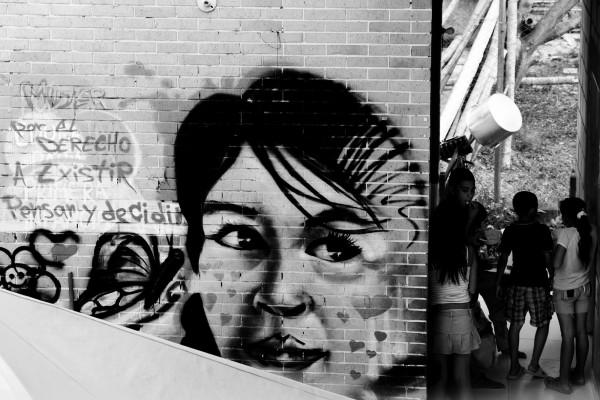 La mujer, el botín de guerra de los violentos en Puerto Caldas. Foto: Laura Sofía Mejía L.