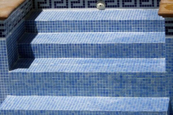 escalera piscina reparación