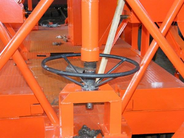 Nanovo vyrobené koleso ovládania predných radlíc