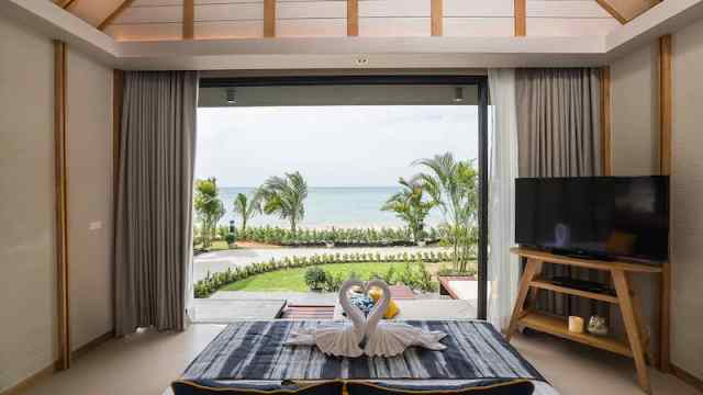 Paradise Beachfront Villa - KC Grande Resort and Spa