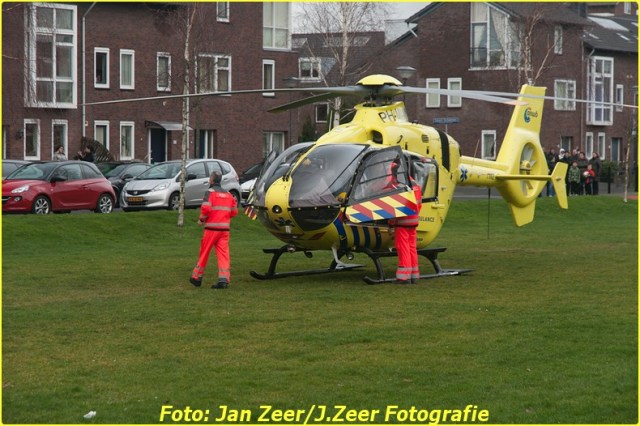 2014-02-01 Inzet traumahelikopter Wateringse-veld 026-BorderMaker
