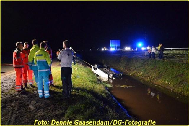 2014 11 24 auto te water op de n33 bij wildervank (7)-BorderMaker