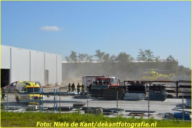 2015 06 07 Persoon zakt door dak Stadskanaal-1 (4)-BorderMaker