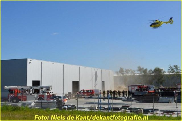 2015 06 07 Persoon zakt door dak Stadskanaal-1 (7)-BorderMaker