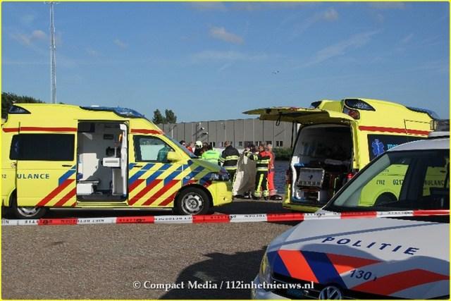 Bestuurster overleden bij auto te water aan de Loswal Drachten 20-BorderMaker