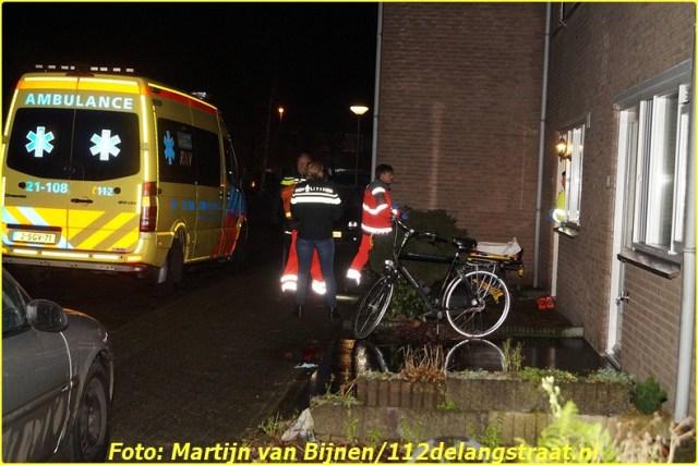 Rond de klok van twee uur kregen de hulpdiensten een melding dat er in een woning aan de Kopenhagenstraat in Drunen een vrouw was gevallen. Twee ambulances drie politiewagens en een traumahelikopter kwamen ter plaatse. Ze zijn geruime tijd bezig geweest maar het mocht niet baten de vrouw is overleden.