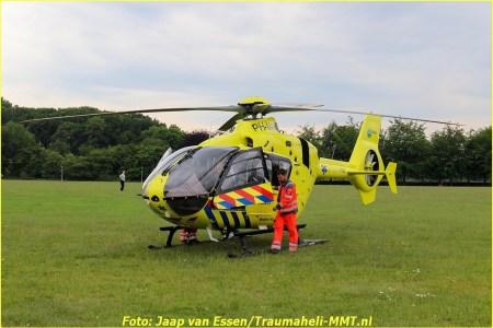 Traumateam landt in Park Schothorst Amersfoort...