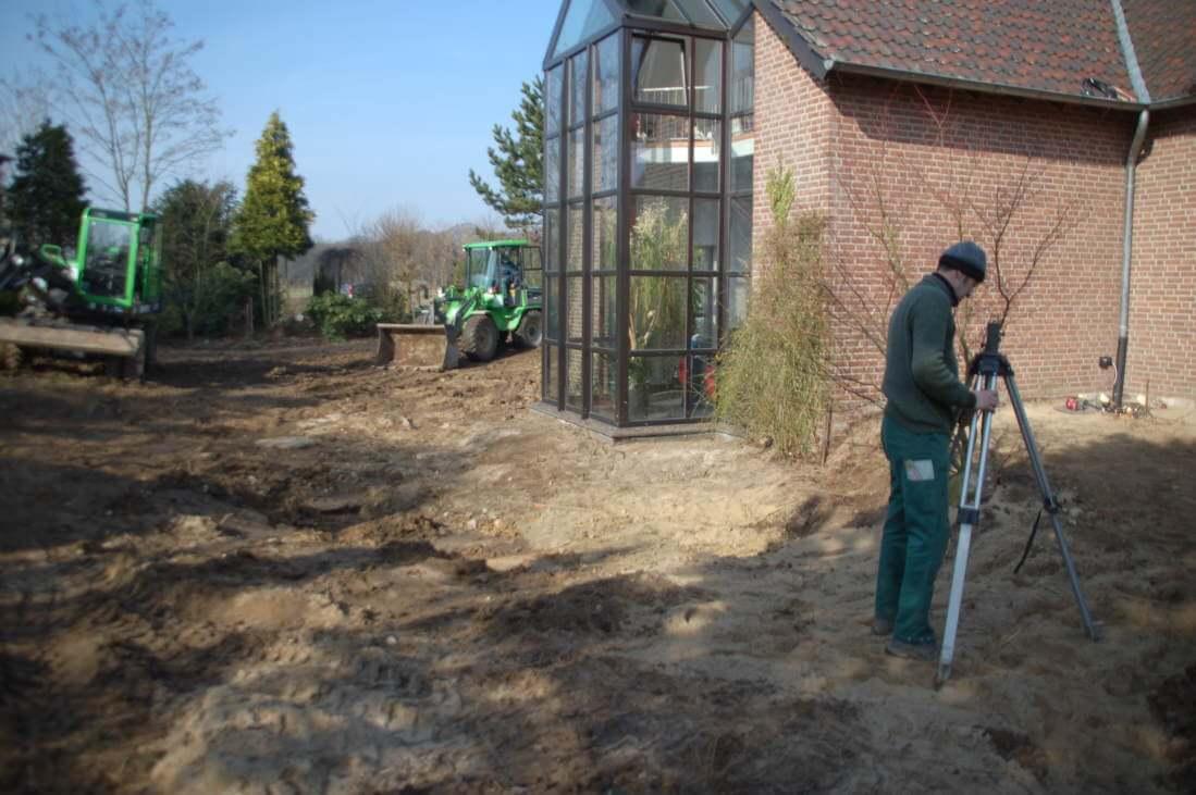 Die Grundlage für den neuen Garten ist geschaffen die Bearbeitungsflächen sind geräumt