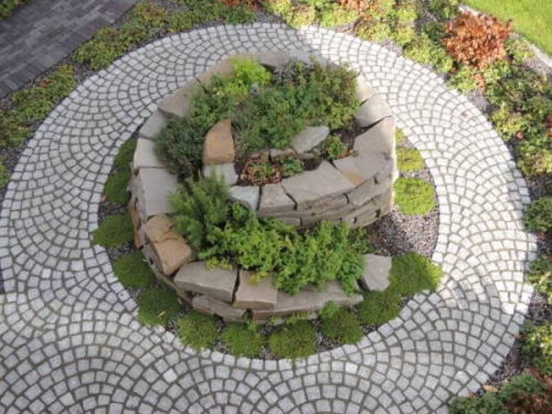 Kräuterspirale Nutzgarten