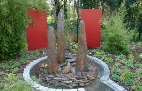 Monolithenbrunnen aus Schiefer