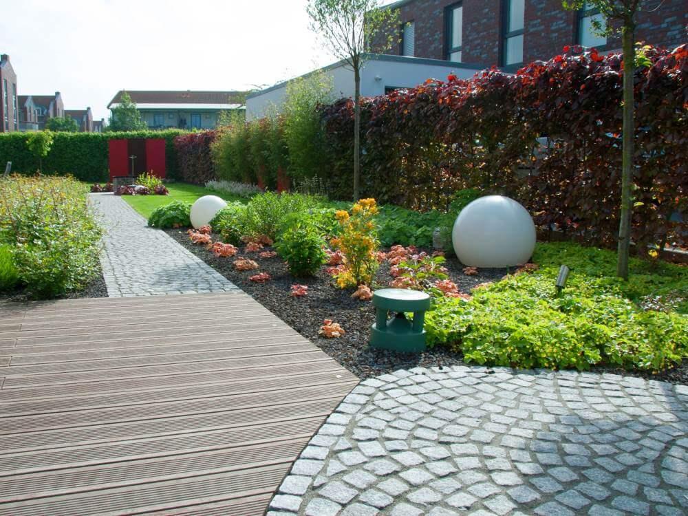 Der exklusive Garten 1 Jahr nach Fertigstellung