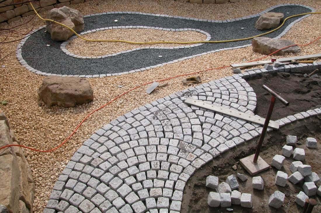 Granit Mosaikpflaster im Schuppenmuster