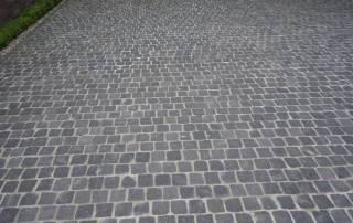 Garageneinfahrt aus Basaltpflaster 7/9 cm