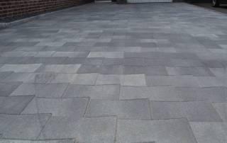 Betonsteinpflaster im Sonderformat grau-nuanciert