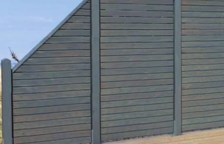 Holzsichtschutzzaun aus Lärche farbig lasiert