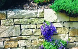 Kalksteinmauer als Wechslermauerwerk