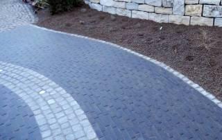 Klinkerpflaster als Wegeführung im Vorgarten Farbe: braun-schwarz