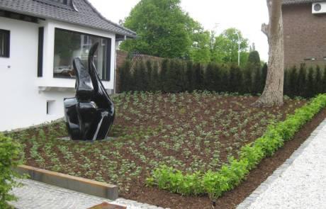 Mulchschicht aus Rindenmulch für einen pflegeleichten Garten