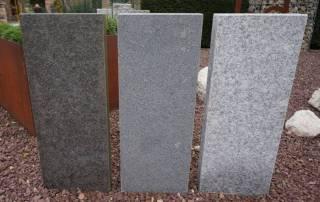 Palisaden aus Granit und Basalt mit geflammter Oberfläche