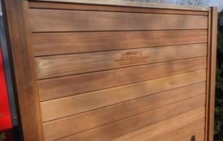 stabiler Sichtschutzzaun aus Hartholz für den Garten