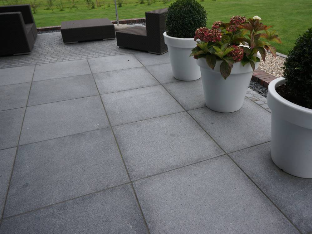 terrasse aus granit traumgarten. Black Bedroom Furniture Sets. Home Design Ideas