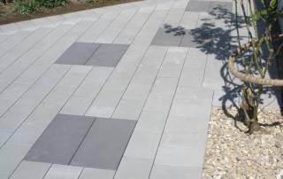 Betonsteinpflaster mit verdelter Oberfläche grau und anthrazit