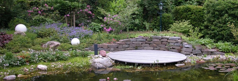 Holzterrasse Teich