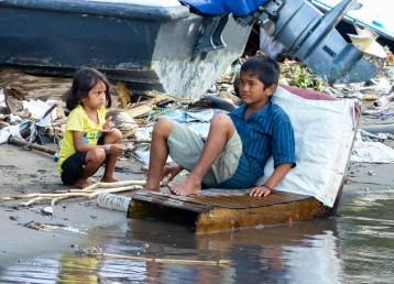 Makassar - kids at harbor Christian Jansen & Maria Düerkop