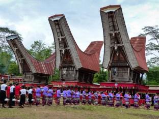 Tana Toraja Funeral Ceremony - food serving Christian Jansen & Maria Düerkop