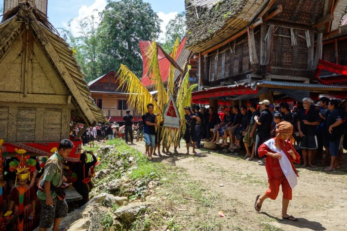 Tana Toraja Funeral Ceremony - coffin parade through the village Christian Jansen & Maria Düerkop