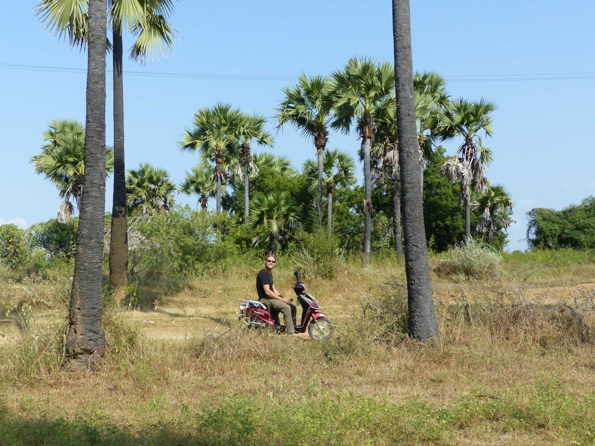 Chris on e-scooter in the Bagan plain Christian Jansen & Maria Düerkop